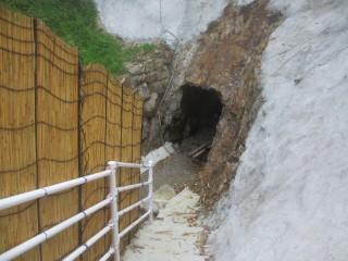 洞窟の天然サウナ