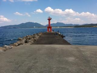 神湊漁港の沖波止先端です